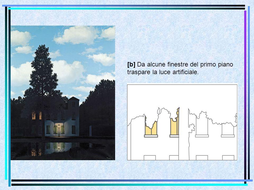 [b] Da alcune finestre del primo piano traspare la luce artificiale.